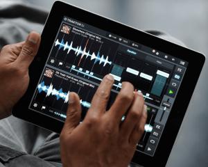 Traktor DJ app with iPad
