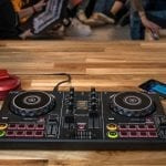 Pioneer DDJ-200 – The wireless DJ controller for beginners.